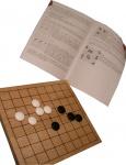 W zestawie jest oczywiście podręcznik wyjaśniający zasady gry.