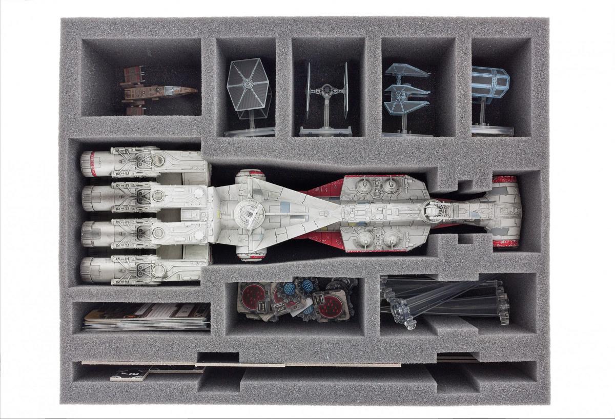 Feldherr Gąbka na X-Wing: Tantive IV (CR90)