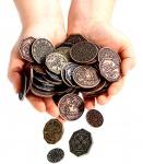 Zdjęcie przedstawia wszystkie 8 typów tematycznych monet (nie tylko Krasnoludzkie).